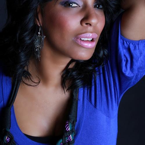 Lola Irizarry's avatar