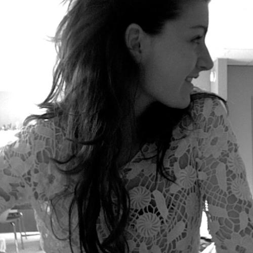 Rebecca Madeleine's avatar