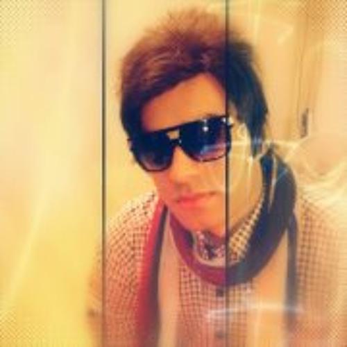 Umar Tanveer's avatar