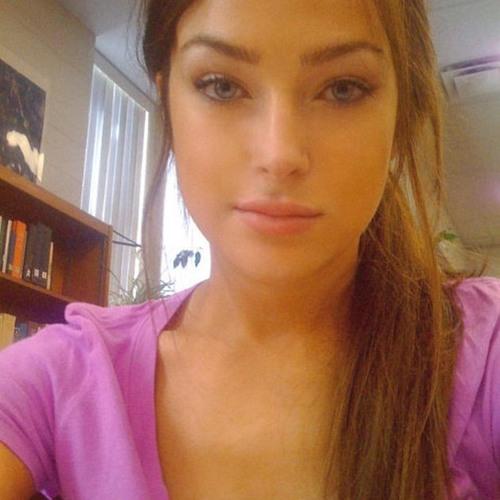 Suzy April's avatar