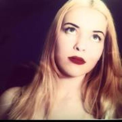 Poppy Page's avatar