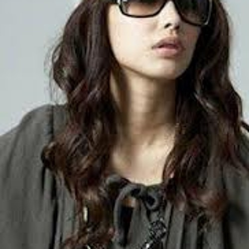 zinia khan's avatar