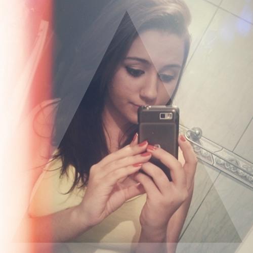 Leticia Bitencourt's avatar
