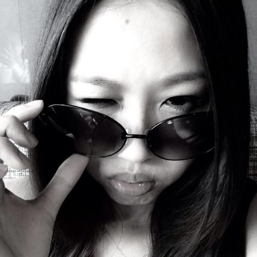 Lizzy Yen's avatar
