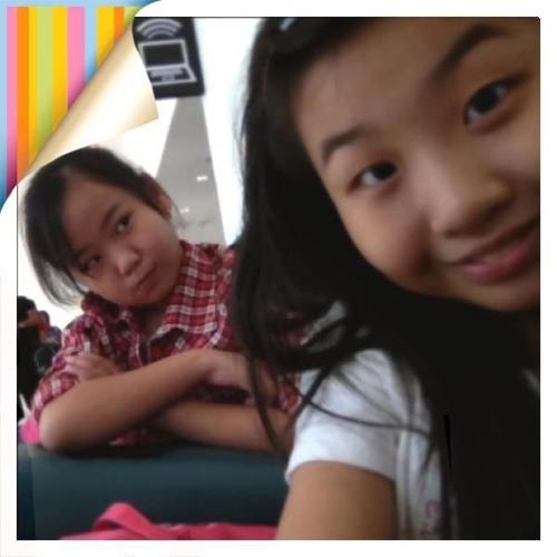 Rebecca Cheah's avatar
