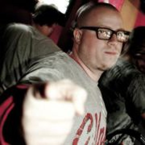 DJ CHRISZWO's avatar
