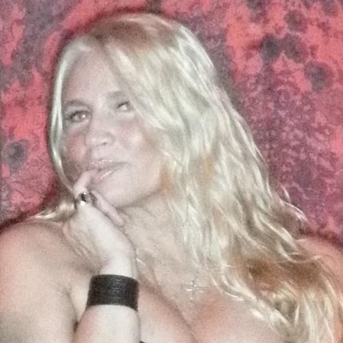Alicia Mema's avatar