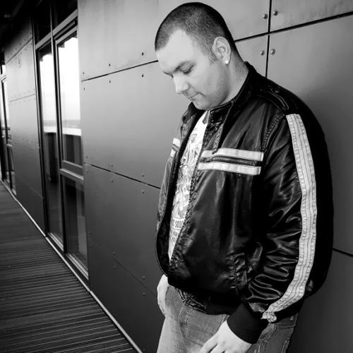 Pearce M free mixes2014's avatar