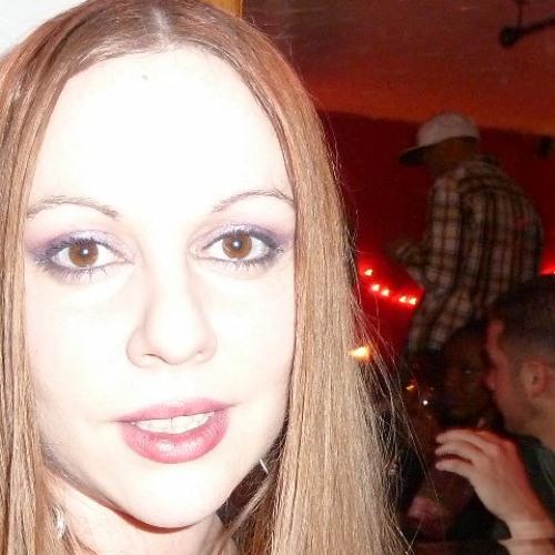 Lorie Anne's avatar