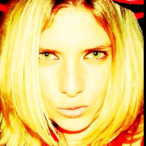 Ju Adelino's avatar