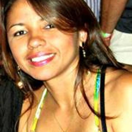 Lucia Batalha's avatar
