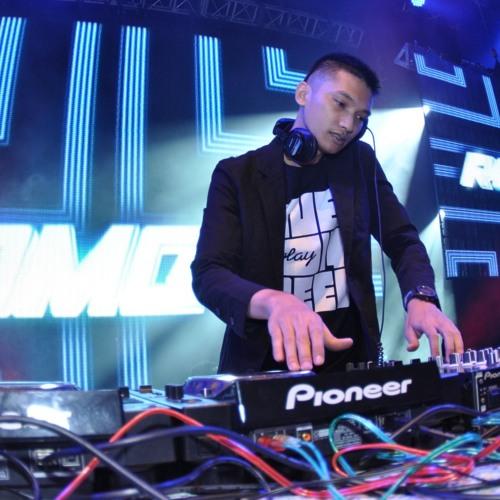Romeo Putra's avatar