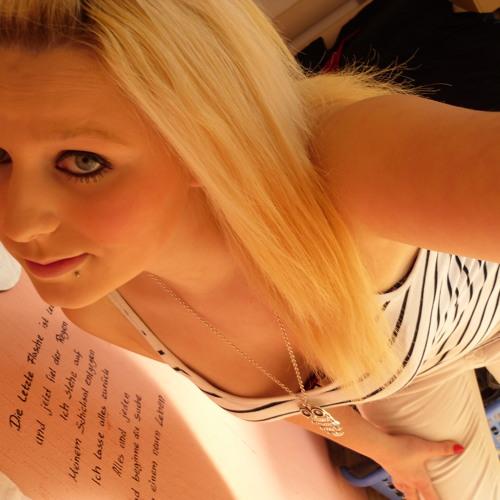 Nadine <3's avatar