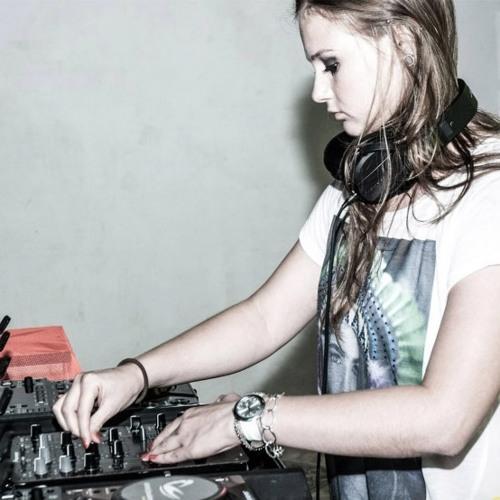 Melissa Kucek's avatar