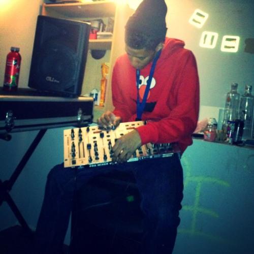 DJ_WAVEY126's avatar
