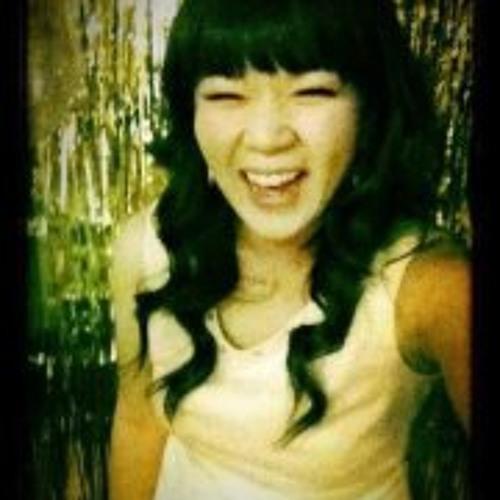 Julia Nguyen's avatar