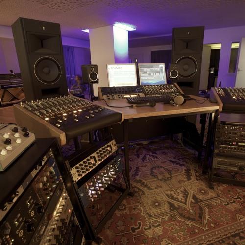 QFLM (recording-studio)'s avatar