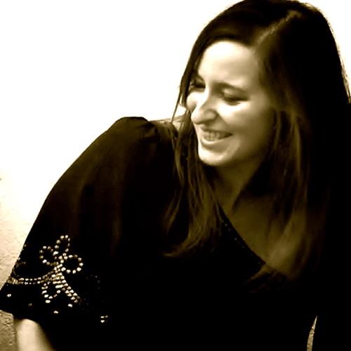 Ana Raphaeline's avatar