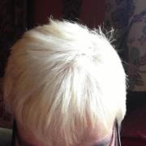 Caroline James 3's avatar
