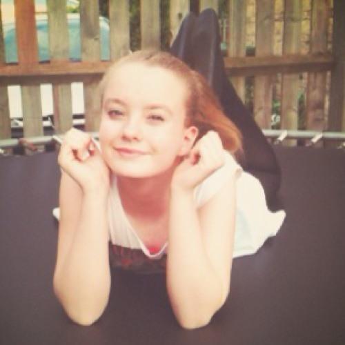 Holly<3's avatar