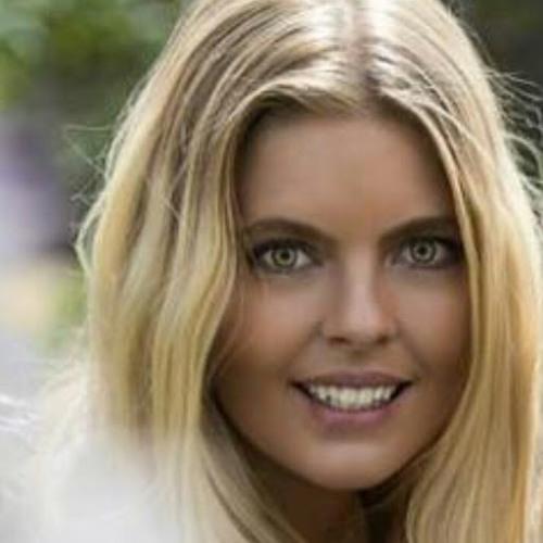Larissa B's avatar