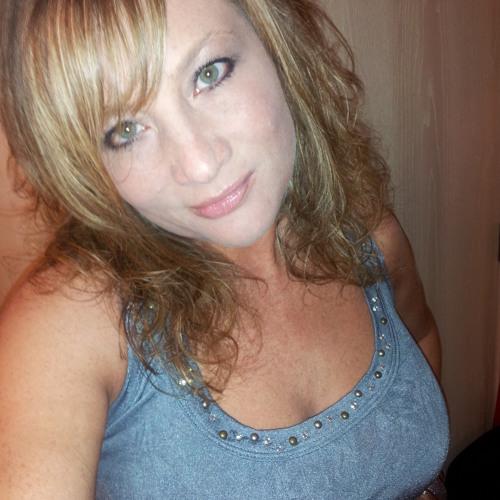 Genevieve Dixon's avatar