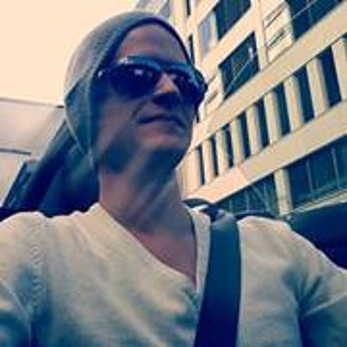 Nik Mrtzn's avatar