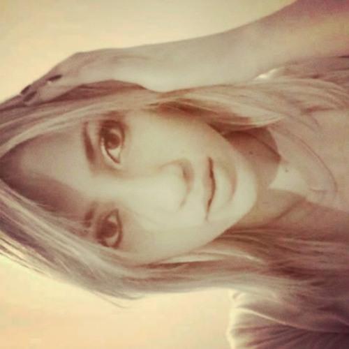 Beatriz Monteiro F's avatar