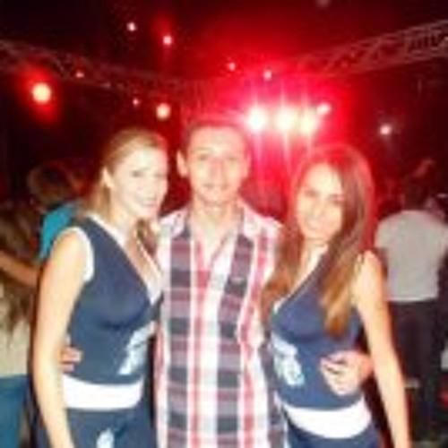 Manuel Morales 39's avatar