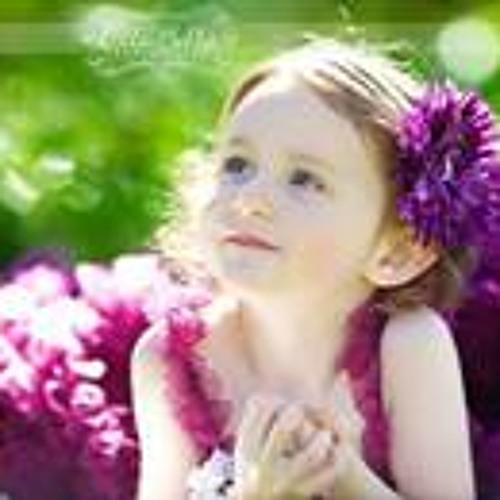 Ana Amona's avatar