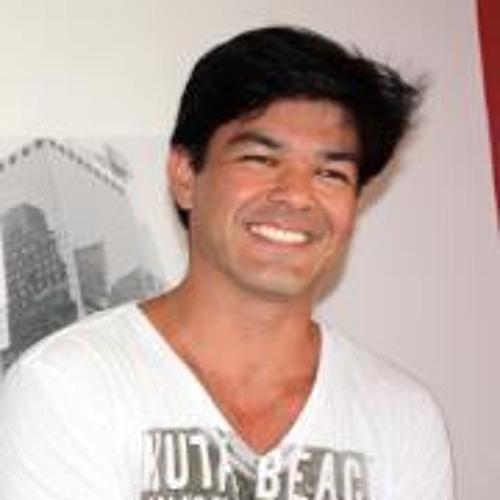 Henrique Linhares's avatar