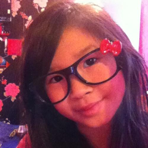 Nina Lucy Tran's avatar