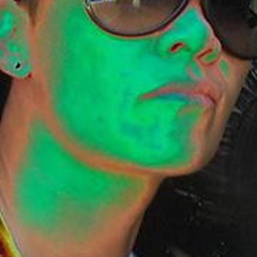 Monique Hiu's avatar