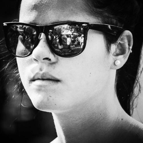 Emylli Metzker's avatar