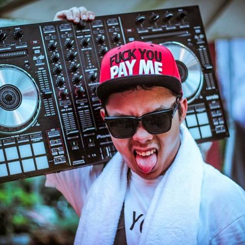 DJ Navie's avatar