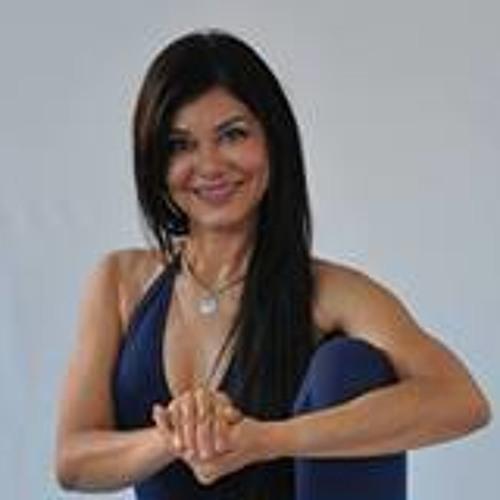 Rozi Menezes's avatar