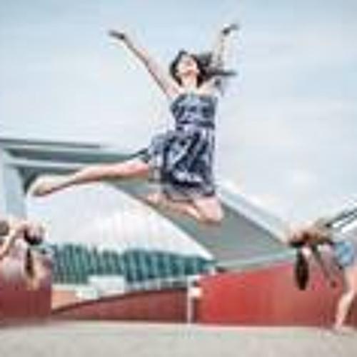 Irina Carmela's avatar
