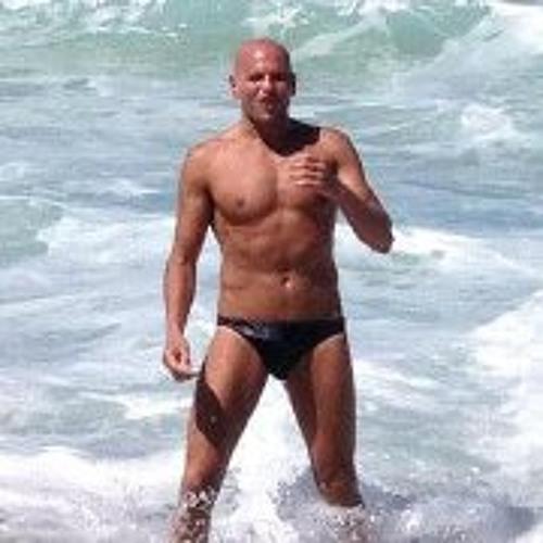 Luca Bronzino's avatar
