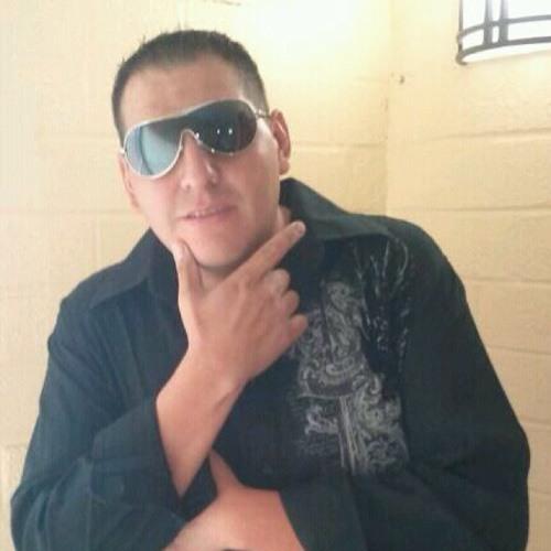 Alex Bueno's avatar