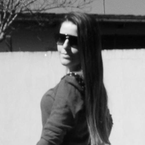 Aline Cataneo's avatar
