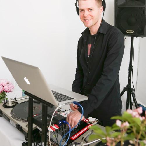 dj white label's avatar