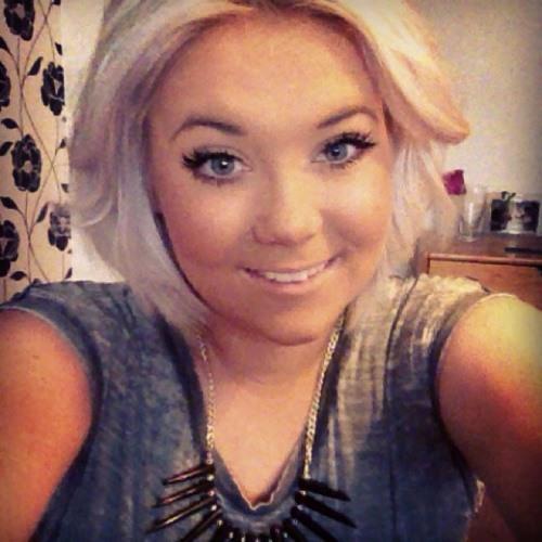 Rebeca Davies's avatar