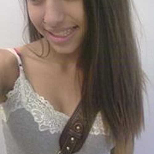 Isabella Penteado's avatar