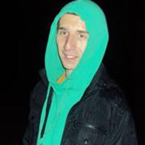 Milan:)'s avatar