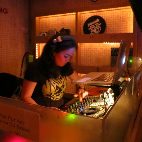 dj GOLDEN A.K.A Hanna Herbertson's avatar
