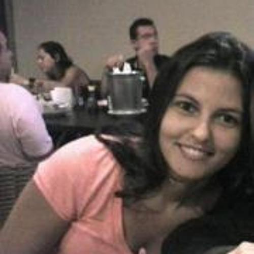 Iris Chaves's avatar
