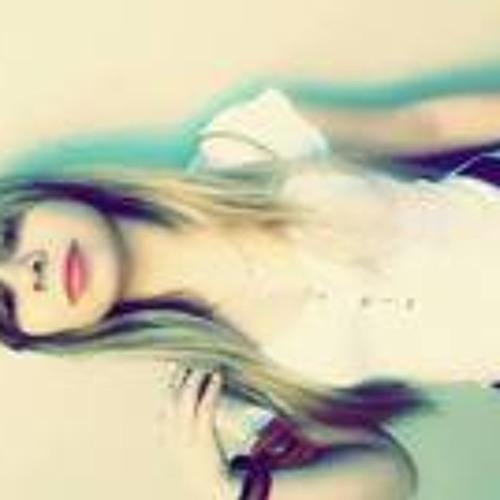 Vitoria Carolina 12's avatar