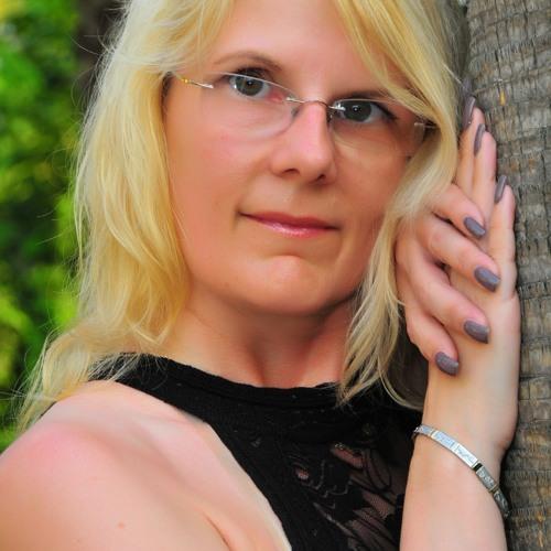 Ramona Jon's avatar