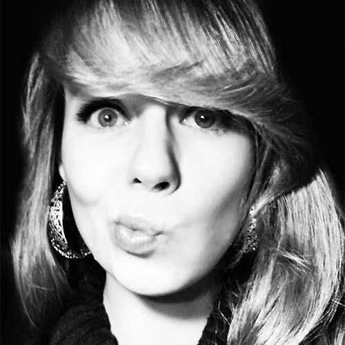 Julie East's avatar