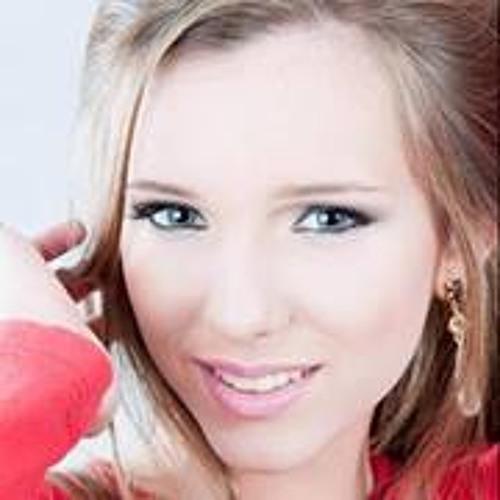 Anna Carolina Linhares's avatar